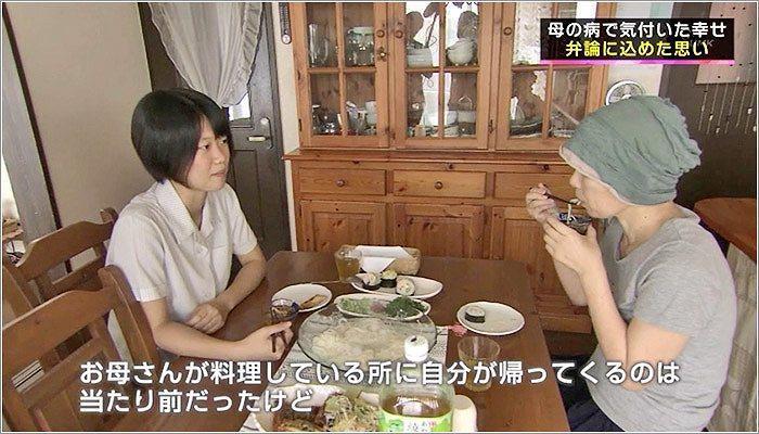 06 食卓を囲む日奈子さんと知子さん