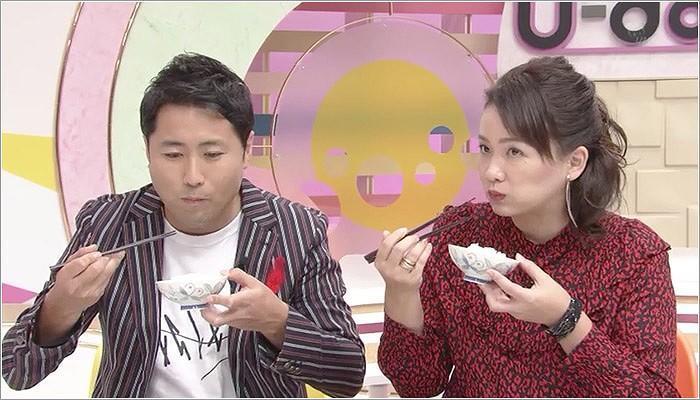 08 美味しそうに食べる榎木田アナと児玉アナ