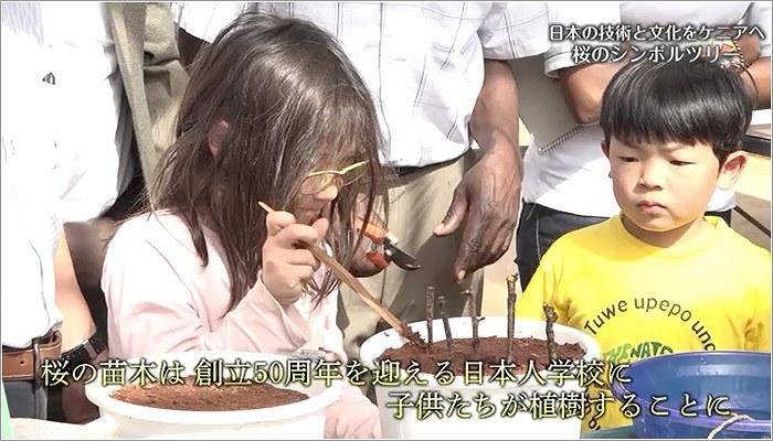 09 植樹する子どもたち
