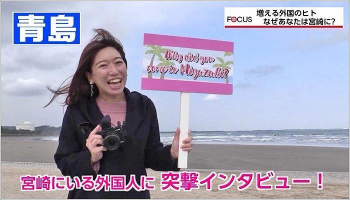02 外国人の方にインタビューをする髙巣アナ
