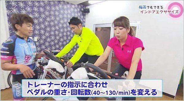 自転車のトレーニングをする児玉アナと髙巣アナ